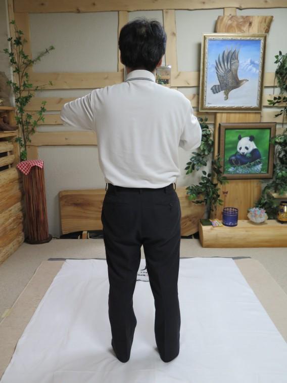 Iこの姿勢は、左足の股関節に体重がかかっています。